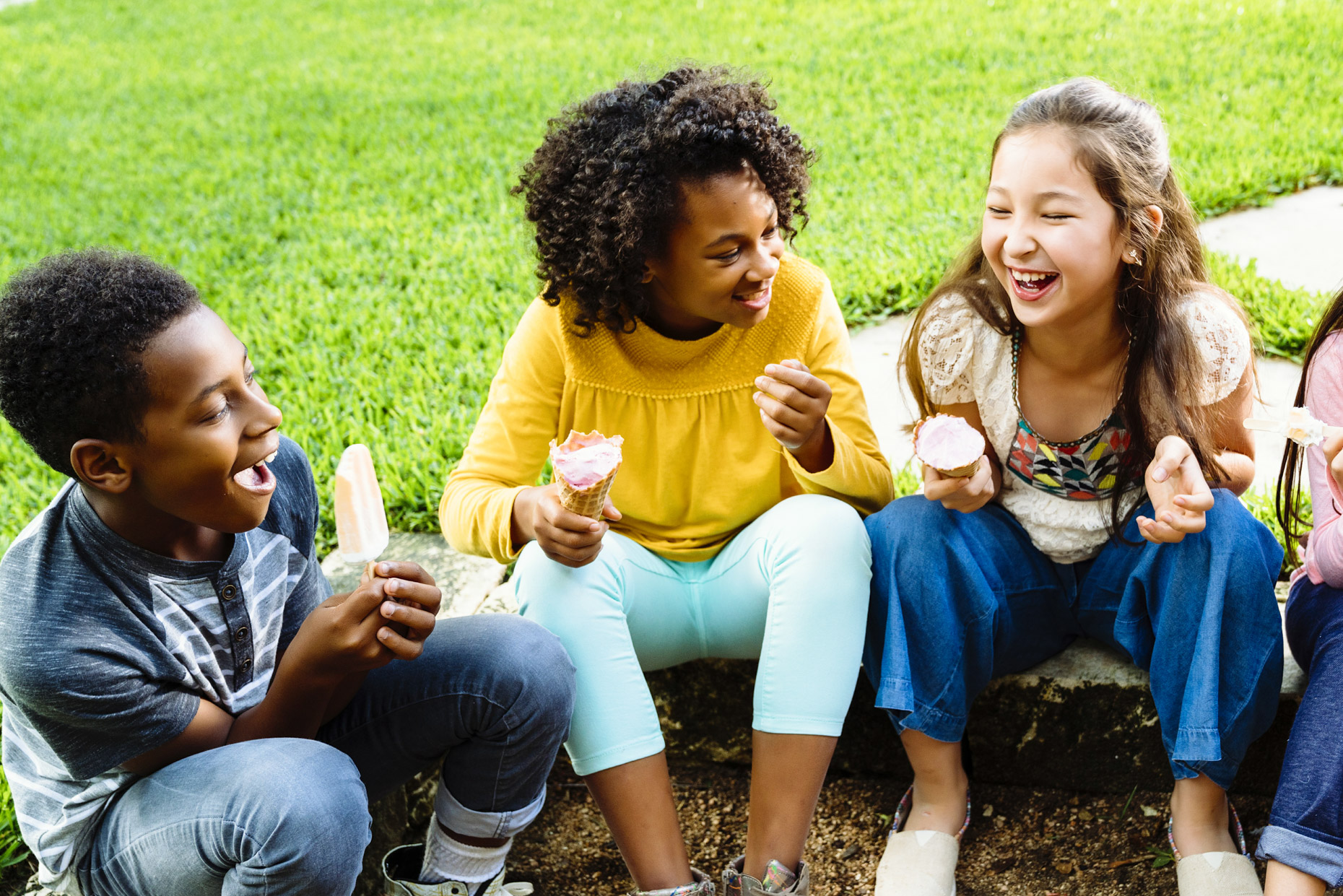 Inti St Clair photo of kids sitting in yard eating ice cream
