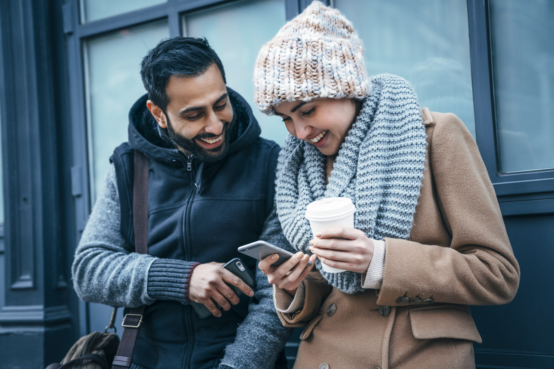 couple-winter-clothes-coffee-laughing-cellphone-Inti-St-Clair-LYDA_201612145776