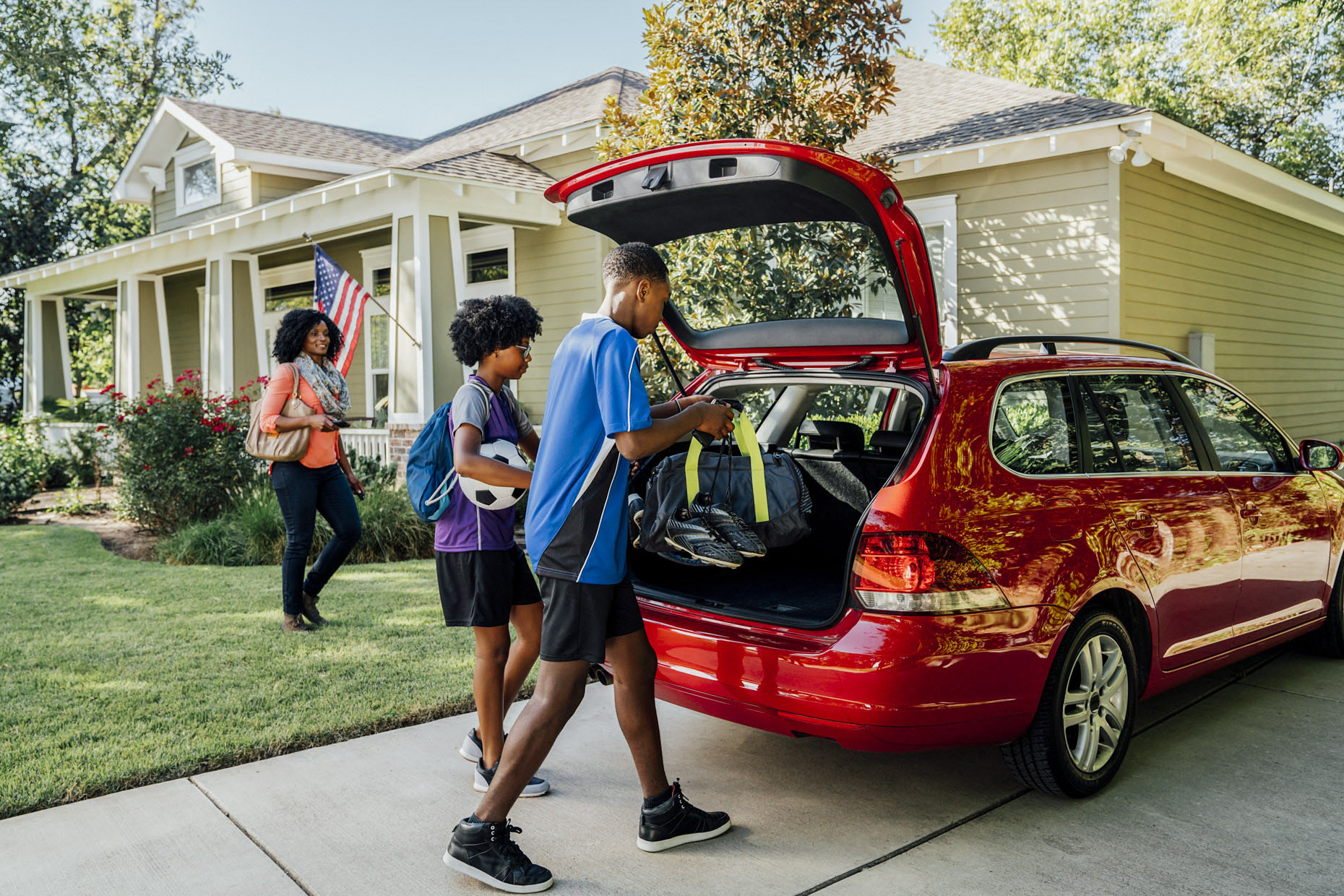 kids-putting-sports-gear-in-car-Inti-St-Clair-is_20161009_04001
